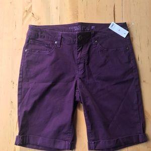 Women's cotton Bermuda shorts.